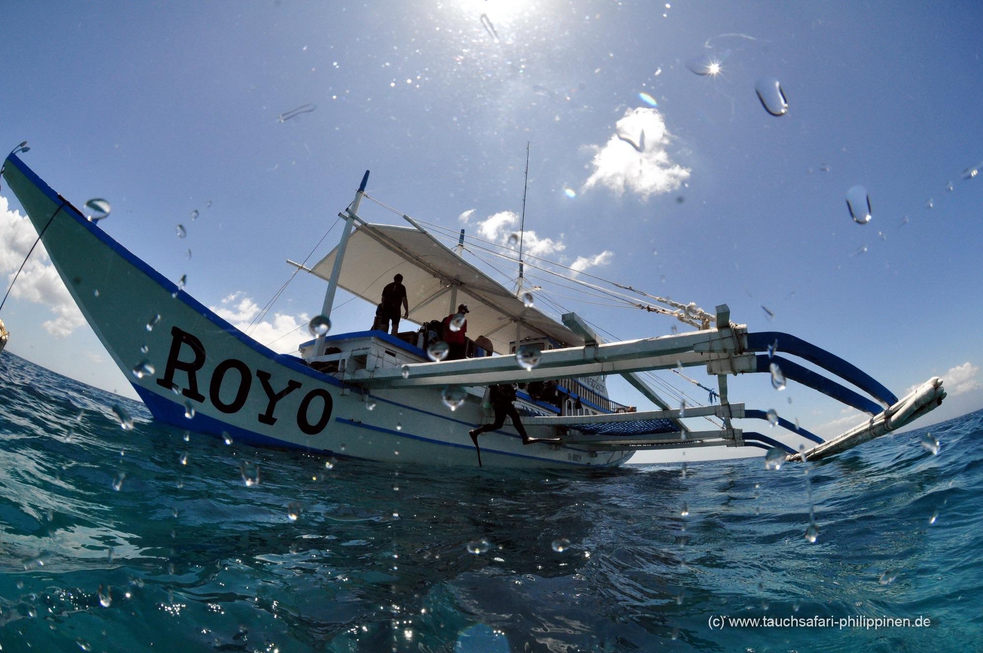 """Royo, un des deux bateaux de safari traditionnels philippins. On les appelle """"Bankas""""."""