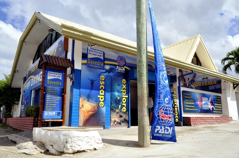 Le centre de plongée Savedra Dive Center. Situé à Panagsama Beach, Moalboal, Cebu. Votre adresse aux Philippines.
